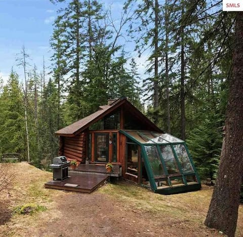 Private  Log Cabin & Guest Cottage on 5 acres