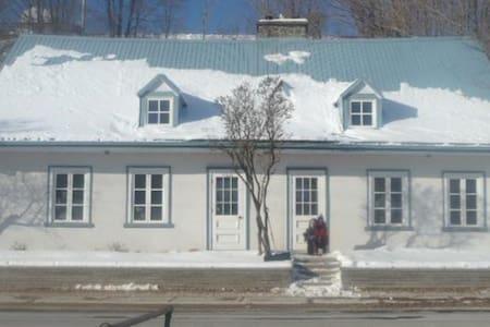 Maison du 18e siècle près du Mont Sainte-Anne - Beaupré - Rumah
