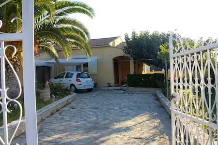 Vacances à Bouzigues: Pays de L'huitre - Bouzigues