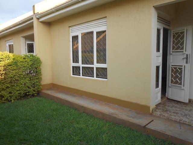 Garden Court Apartment #3 - Kampala - Leilighet