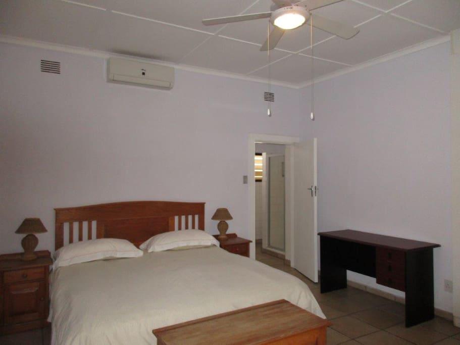 Oak Room.  En-suite. Air-con.