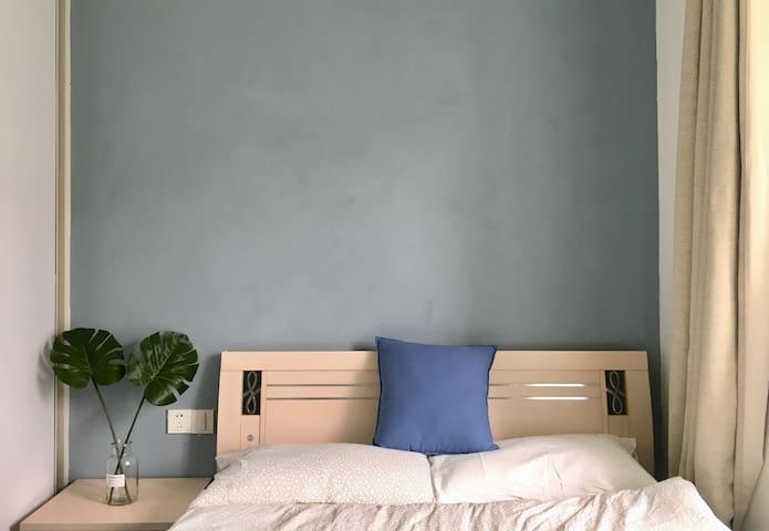 次卧的床~1.5m*2m的床~