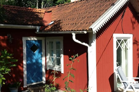 Charming cottage near the sea. - Norrtälje N - Talo