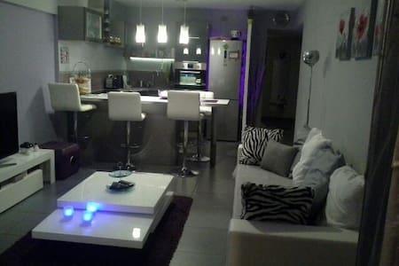 Chambre équipée appartement design - Flat