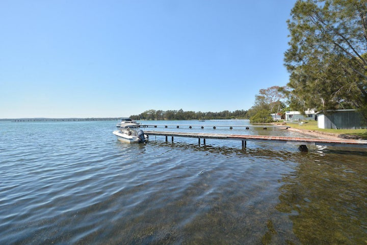 Morisset Waterfront 1bdr Studio looking over Trinity Marina