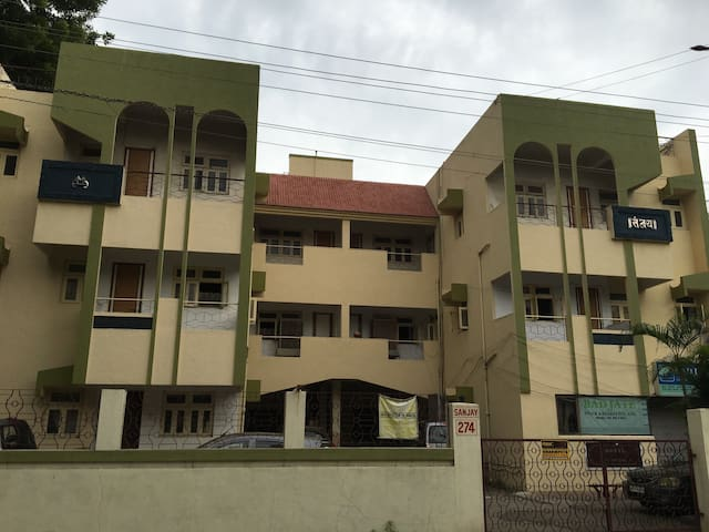 Comfortable 2bhk with attached bath,ac & amenities - Nagpur - Apartament