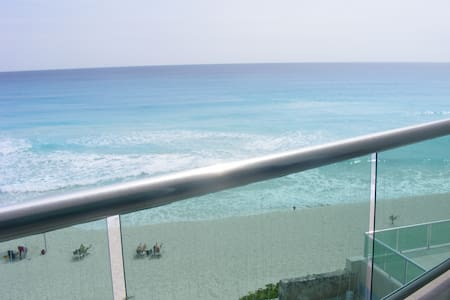 Beach Front, Ask for Special Offer if you  are few - Cancún