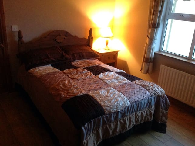 Cosy 2 double bed apartment - Ennis