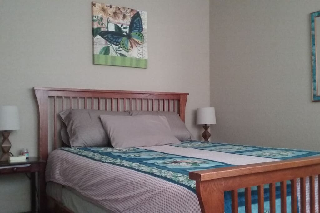 Cheerful and relaxing.  Reading lamps on both sides. Open closet available as well as hooks to hang up items.  Extra blankets available in closet.
