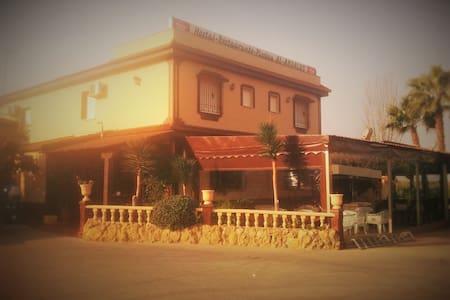 Hostal Restaurante Al-Andalus S.8 - La Guijarrosa