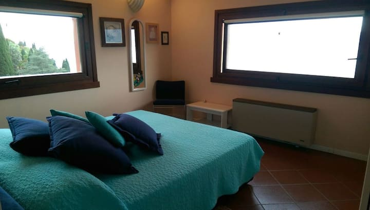 "ROOM ""ORTENSIA"" B&B IN LUXURY VILLA WITH LAKE VIEW"