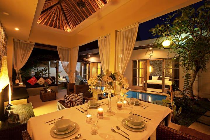 Dining Room Villa Mia - Night (private)