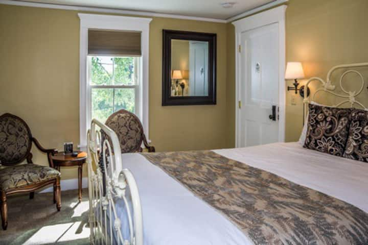 Cranmore Inn Bed and Breakfast Superior Queen Room