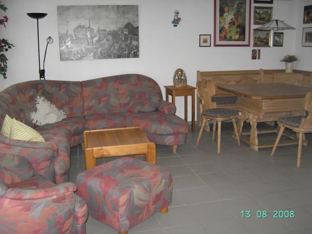 Gemütliche Ferienwohnung am Schlossgarten - EG - Teuschnitz - Apartment