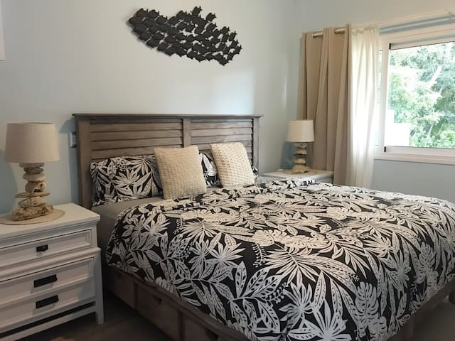 Super comfy King size bed in the Master bedroom... this will sure take care of your resting hours to maximize your fun during the day!