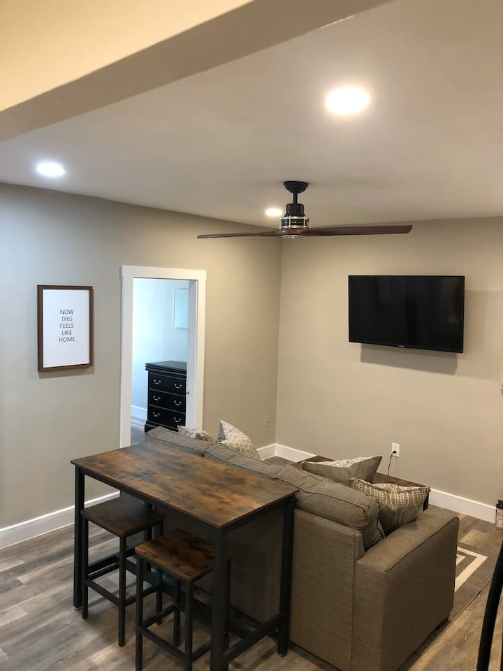 Renovated 2 Bedroom Located downtown