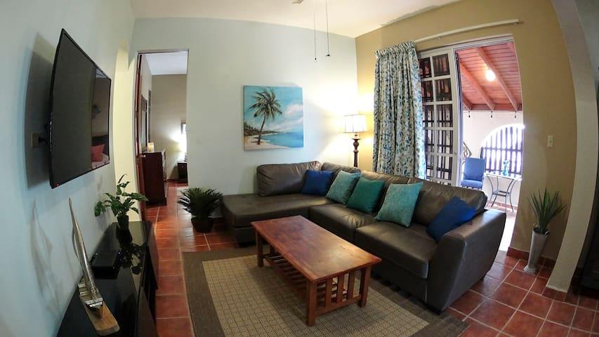 Casita Liani - 1 bedroom beach apartment, w/pool