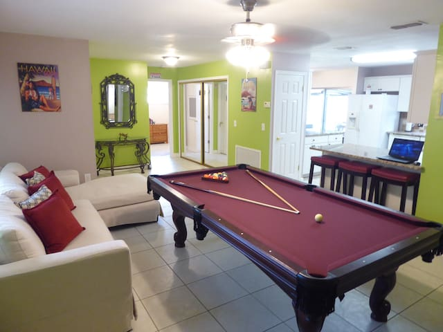 Orlando Area 5BR/2BA Home w/Jacuzzi