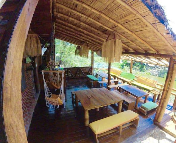 Iguana Surfer's Lodge