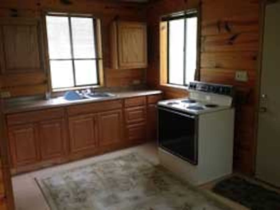 Fully equipped kitchen with range, fridge