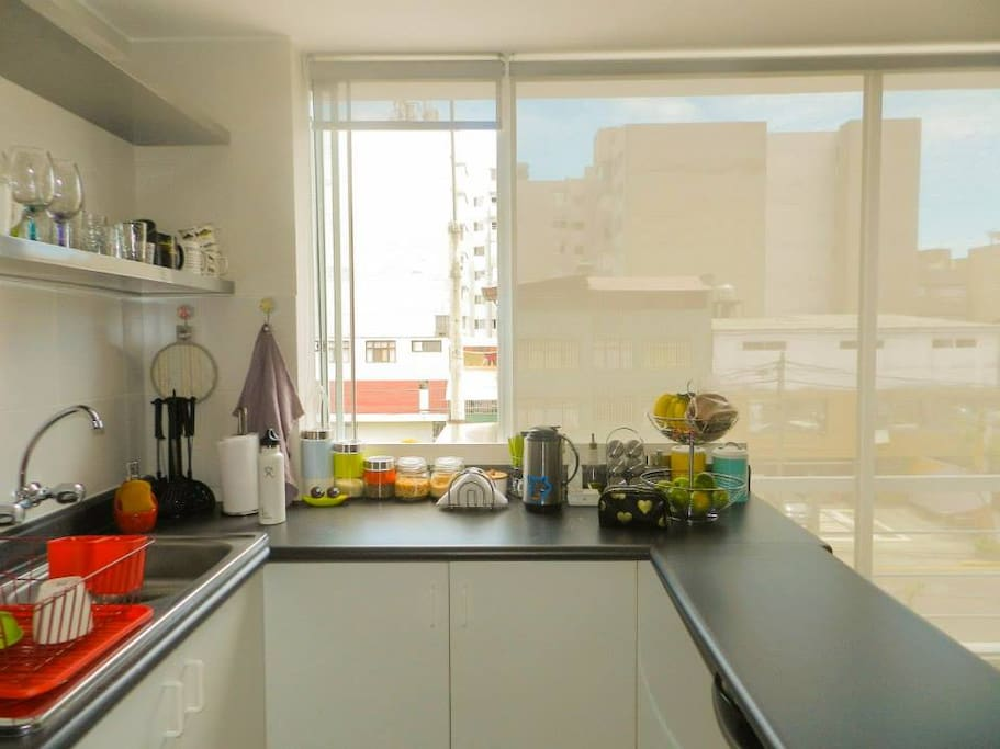 Nice separator table between kitchen area and living room