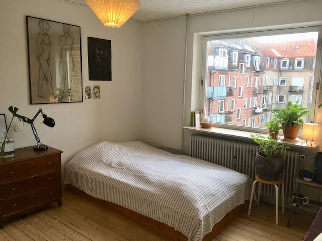 Hyggelig toværelses i charmerende kvarter