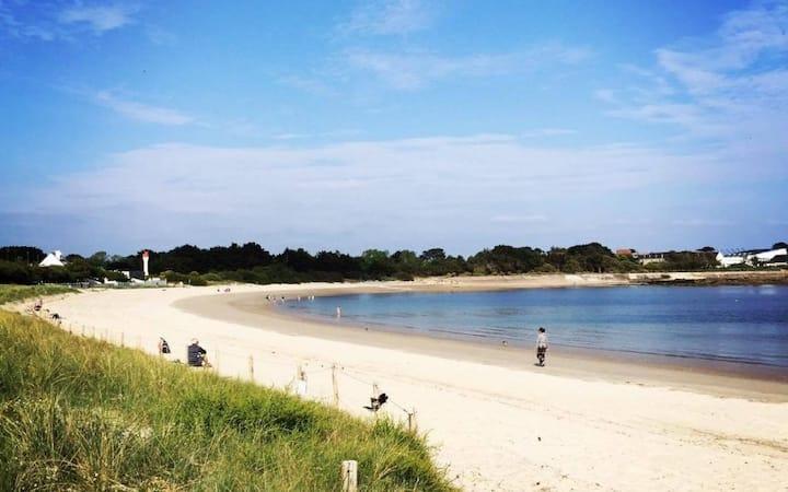 Lomener avec jardin entre port et plage
