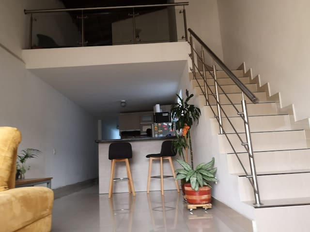 Habitación privada en Laureles. Amplia y agradable