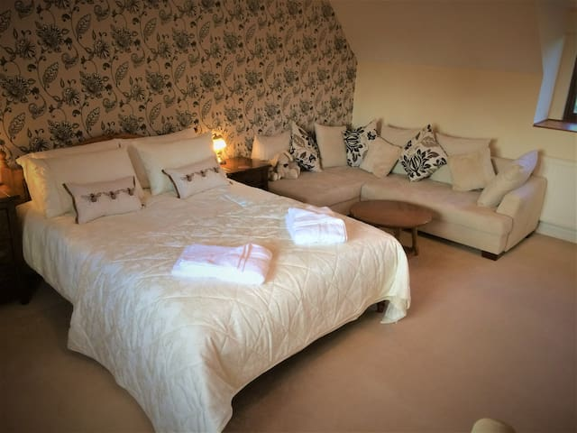 King Size Bed & Comfortable Sofa Bed