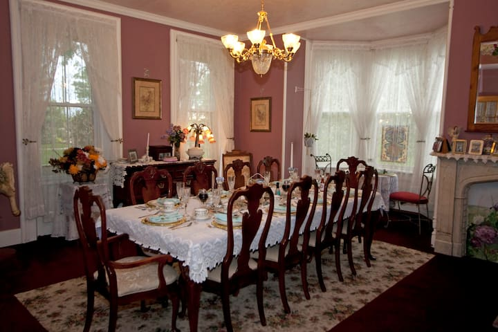 Cloran Mansion Bed and Breakfast - Galena - Bed & Breakfast