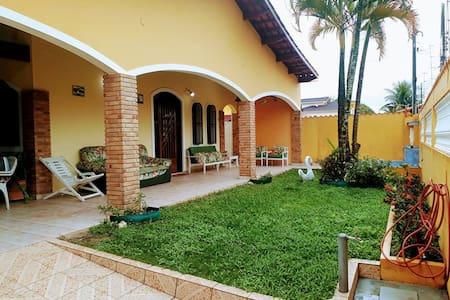 Casa em Caraguá, ótima localização, 80m da praia.