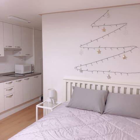 [치즈/와인제공-오픈이벤트] 망원역 도보3분거리/Clean and Cozy House