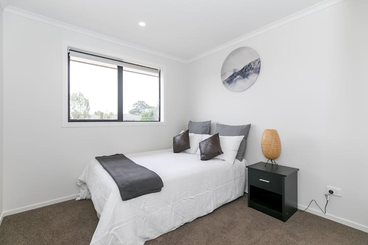 Brand New House-Cozy Double Bed