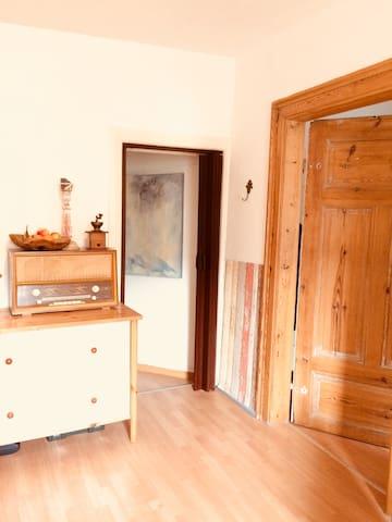 Übergang von Küche/Wohnbereich zu Bad und Schlafzimmer