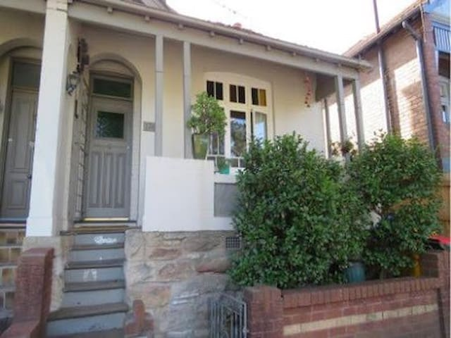 Inner Sydney Two Bedroom House - Annandale - Maison