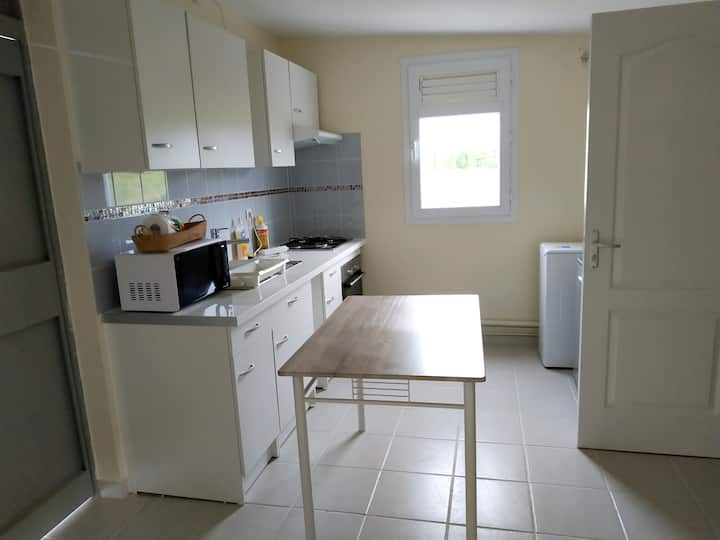 Studio in Le Lamentin, with enclosed garden and WiFi - 5 km from the beach