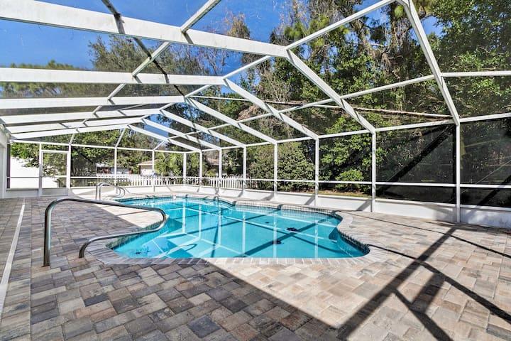 Quiet Homosassa Home w/ Updated Pool & Lanai!