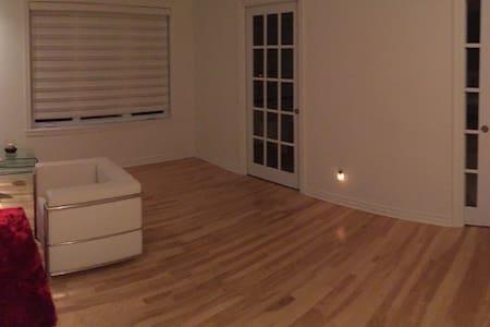 Chambre Confort dans une maison de ville - Montréal - Haus