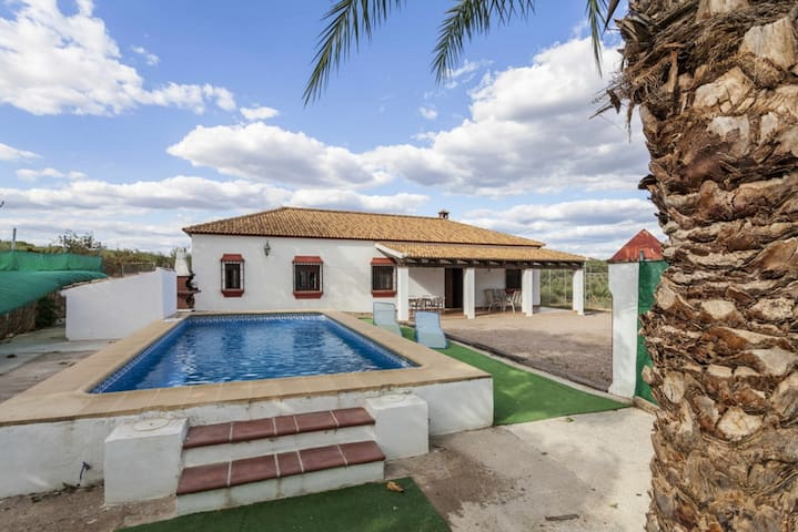 Villa with 4 bedrooms in  Córdoba, with wonderful mountain view, private pool, furnished garden - 180 km from the beach