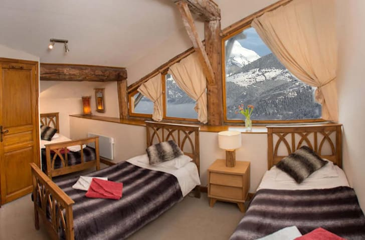 4 Bedroomed Beautiful Chalet with Hot Tub - Sainte-Foy-Tarentaise - บ้าน