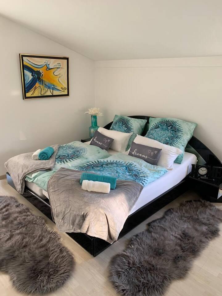 Schönes Zimmer mit Garten am Haus