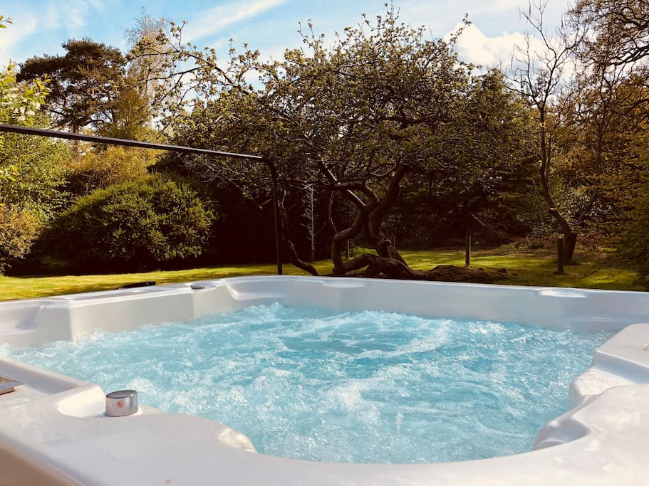 With panoramic views to enjoy with friends and family, relax and unwind in the day or incredible starlight sky's at night, lounge in the warmth of the hot tub as shooting stars and satellites cross before you.