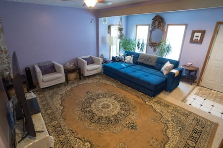 Lavender Lounge with Parking!