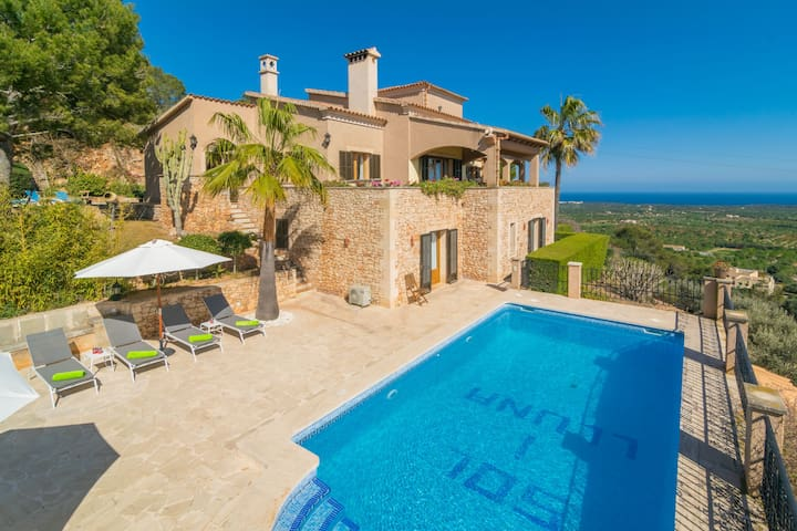 SOL I LLUNA - Villa with sea views in S'Horta.