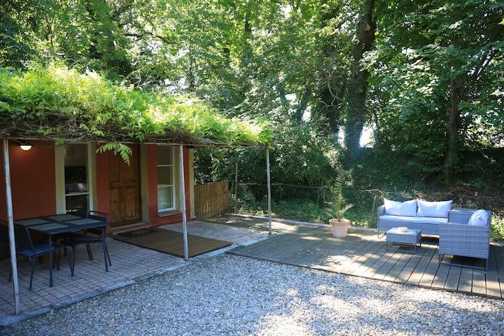 Gîte de charme au fond du jardin près d'Avignon
