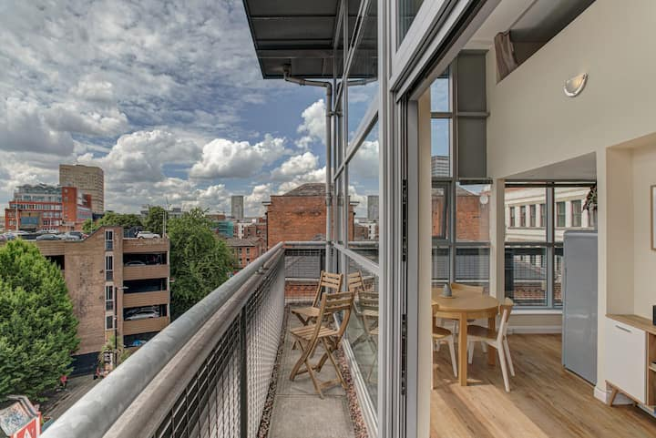 * Stunning City Centre Penthouse Over Two Floors *
