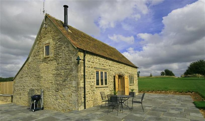 Calcot Peak Barn, Crickley Barrow. - Cirencester - House