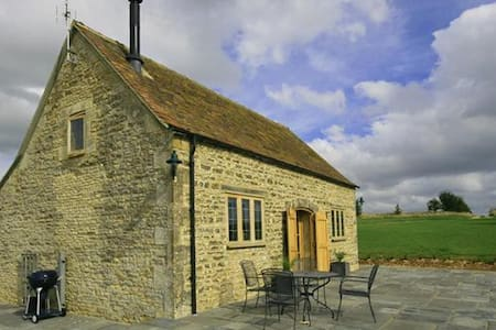 Calcot Peak Barn, Crickley Barrow. - Cirencester