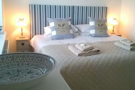 Red Wharf Bay View Retreat for Two. - Pentraeth