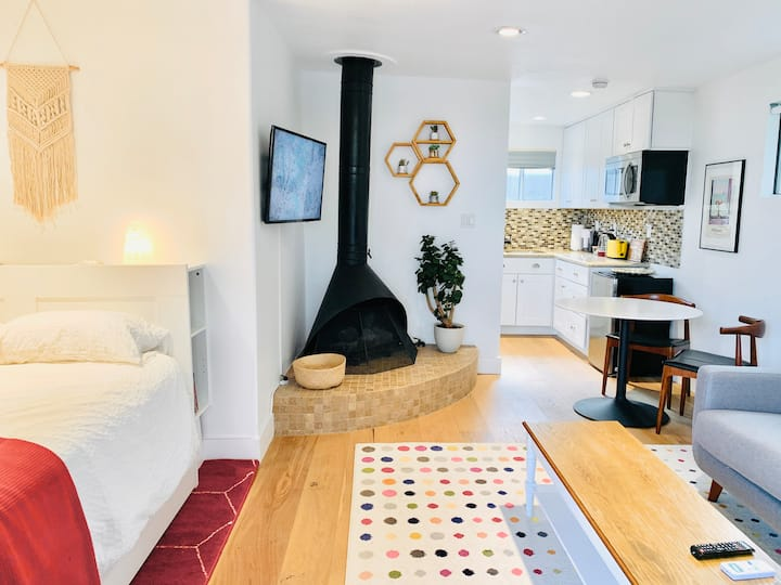 Centrally-located private Los Angeles Guesthouse
